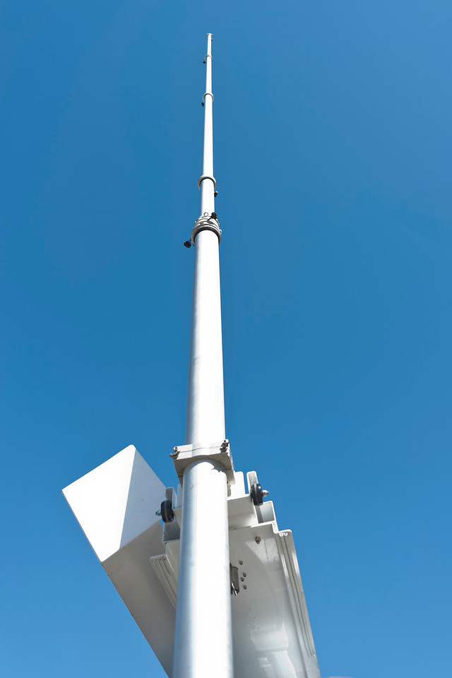 Mast partially extended to 32-35 Feet.