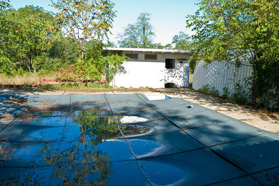 This is the pool just outside the pool house.  Cover looks almost new.