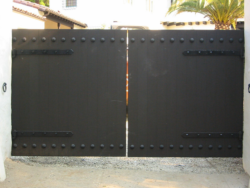 Drive-through gate - Bell residence, Pasadena, CA