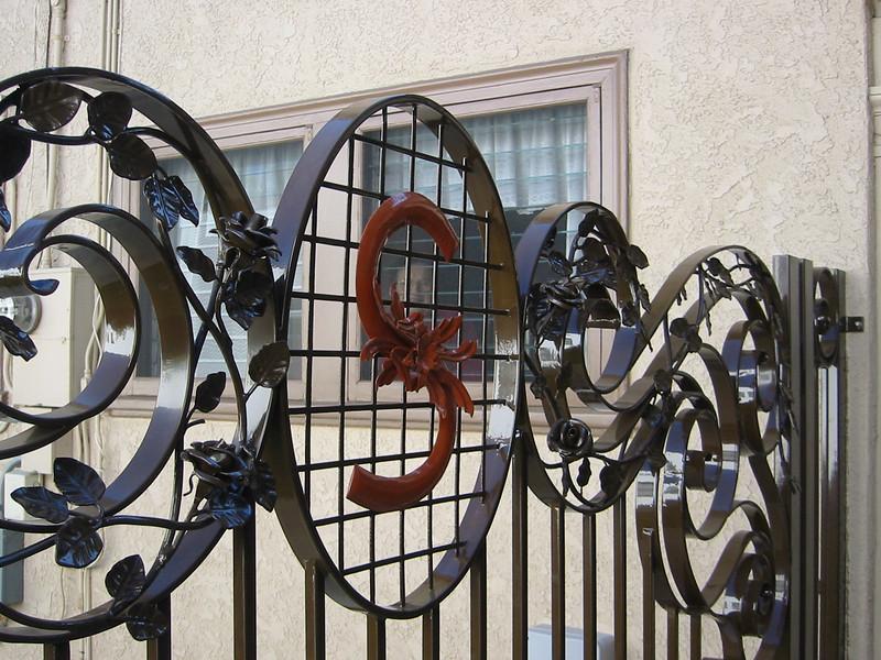 Drive-through gate detail - Sanders residence, Pasadena, CA