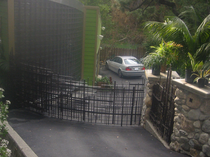 Drive-through gate - Boot residence, Altadena, CA
