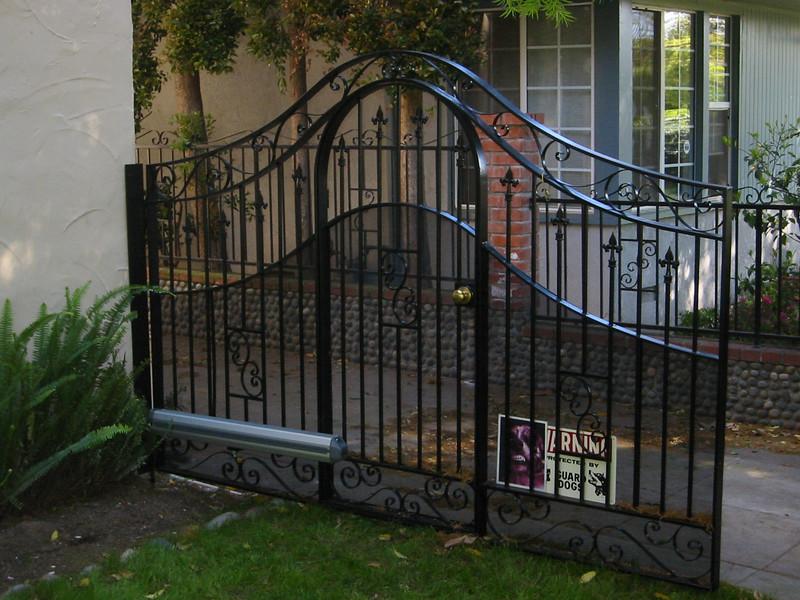 Drive-through gate - Pintareli residence, South Pasadena, CA