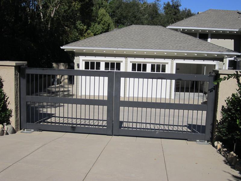 Drive-through gate - La Loma Ave., Pasadena, CA