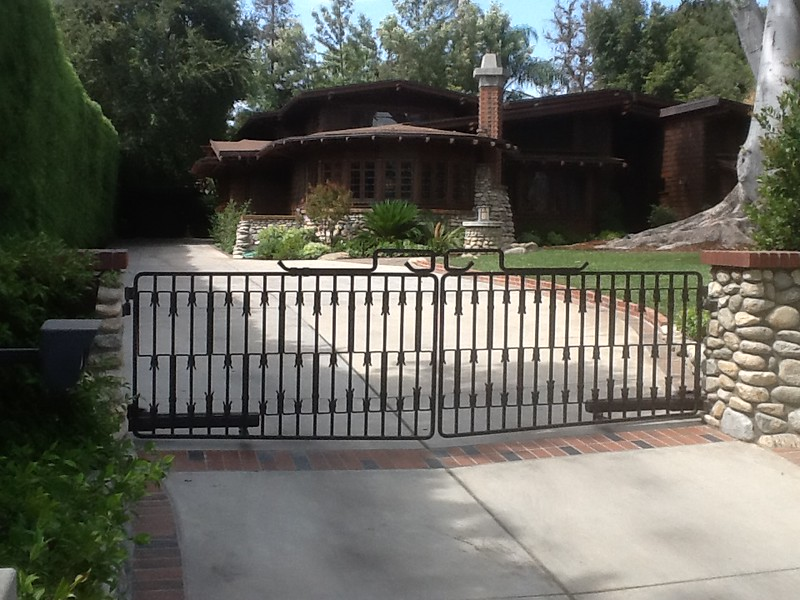 Drive-through gate - Sieder residence, Pasadena, CA