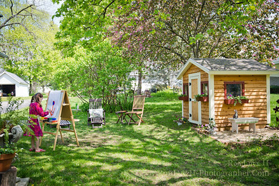 It was a perfect spring day! So far it's been rather cool, and wet this spring. Today though was a pleasant change. It was sunny, comfortable, and with little wind. While I prepared a paella on the grill, Teri relaxed, and Freja painted. We also enjoyed the company of friends who dropped by to eat with us. It was truly a perfect, relaxing day at home!