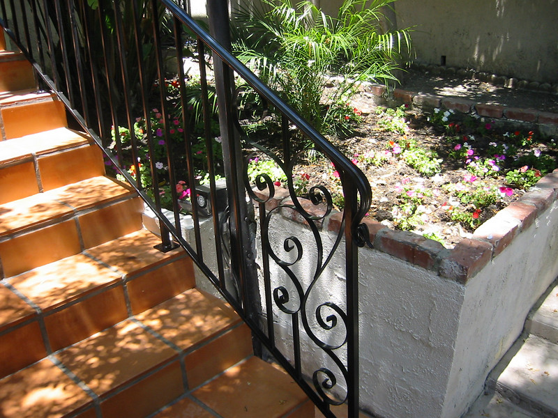 Bottom rail detail - Nickilard residence, Woodland Hills, CA