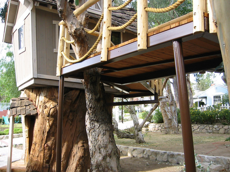 Tree house walkway close-up - Johnson Residence, La Canada, CA