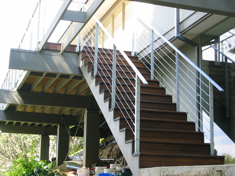 Aluminum bar and stainless cables -  Lucas residence, Hollywood Hills, CA