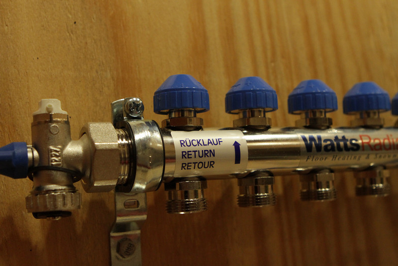 Manifold detail showing valves for each circuit.