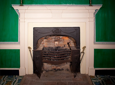 Woodville Plantation: interior: dining room fireplace