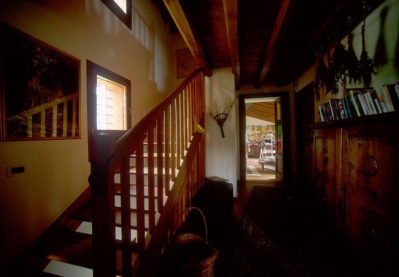 2nd floor hall w/ stairs to 3rd floor mansarda