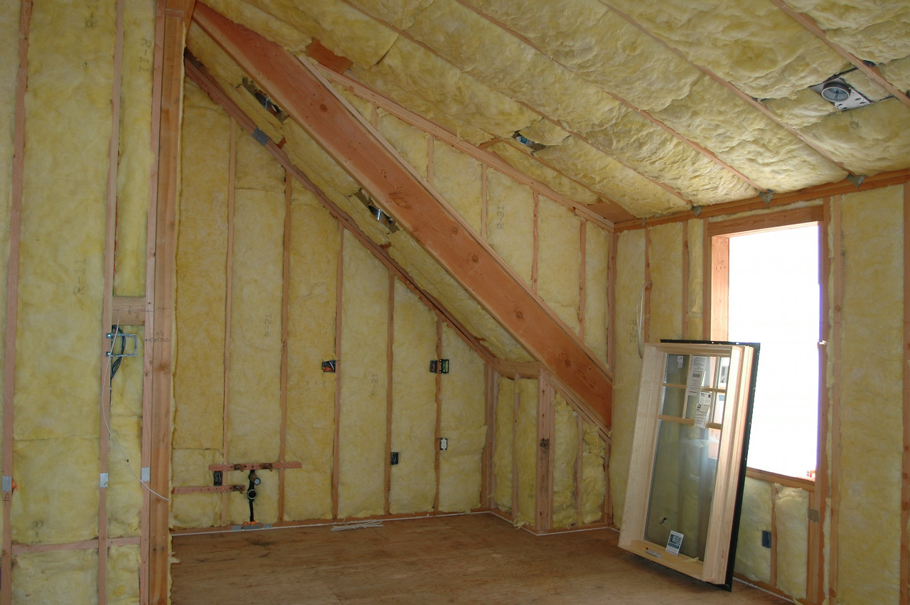 """Another peak of the """"over garage room"""""""