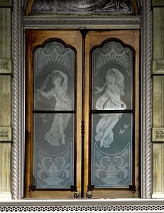'Iolani PalaceBeautifully etched glass entrance doors