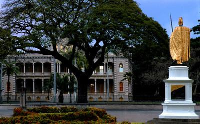 'Iolani PalaceStatue of King Kamehameha facing the Palace