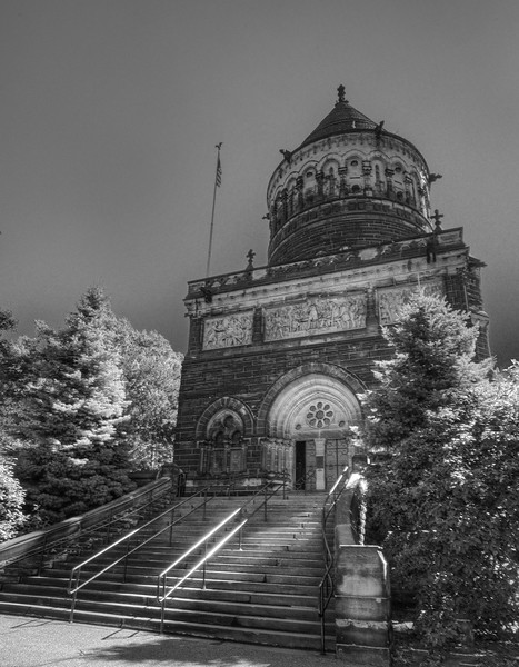Garfield Monument (B&W)
