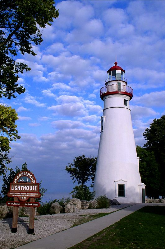 <i><h2>Marblehead Lighthouse</i></h2><h4>Marblehead, OH</h4>