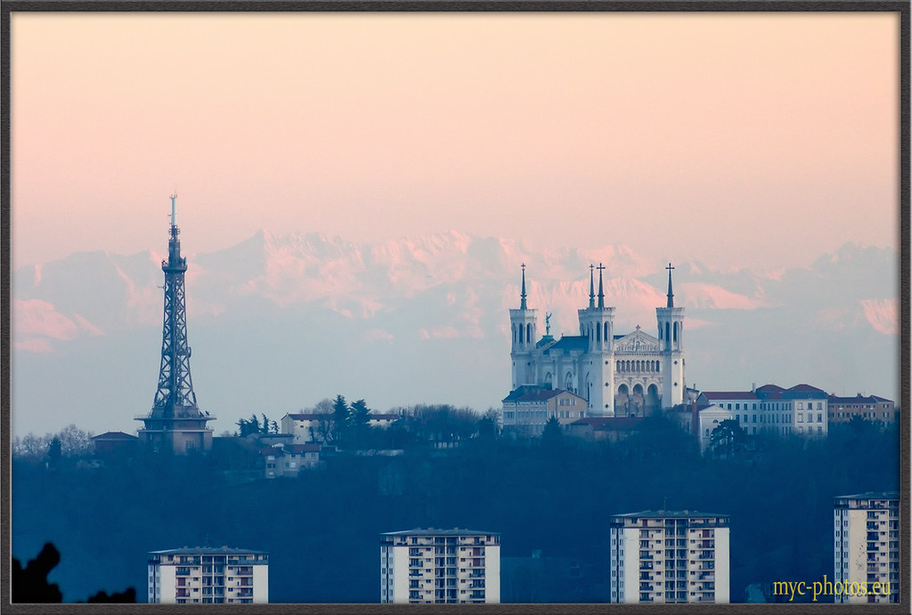 IMAGE: http://photos.corbi.eu/Architecture/Lyon/Outdoor-Daytime/i-Mf6HjQ8/0/XL/_DSC4413%20copie-XL.jpg