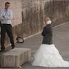 Un couple tout fraichement marié du samedi précédant en pleine séance de photos souvenirs par un vrai pro.