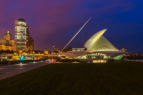 Dusk at the Milwaukee Art Museum