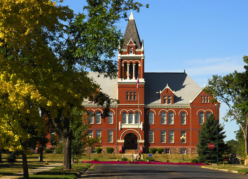 Lac Qui Parle County Courthouse - Madison