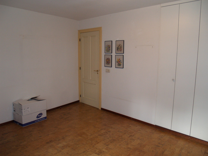 Slaapkamer 3 - Master bedroom linkerzijde en muurkast