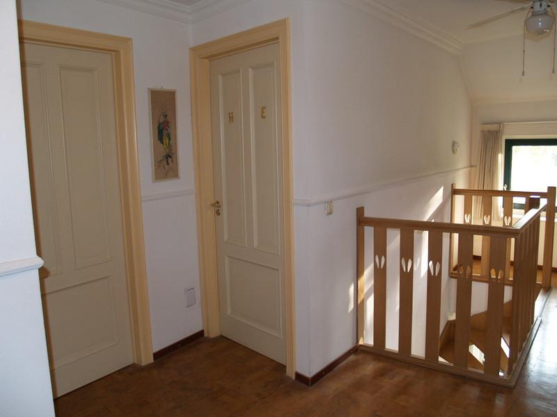 Entree kamer 3 en 4. Op 30 cm hoogte stofzuigaansluiting.