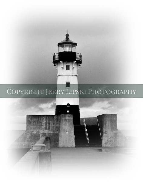 Image 11.............. B/W of Duluth MN lighthouse..