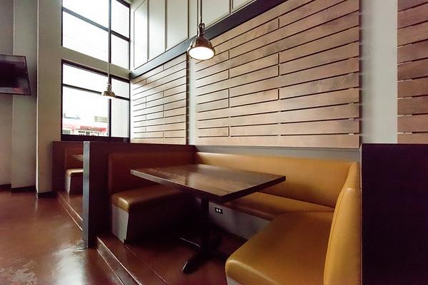 11.07.17_Nauhaus-Sloan's Tap & Burger- Web Sized