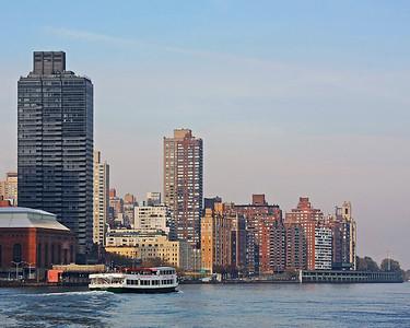 Circle Line tourist boat by Manhattan