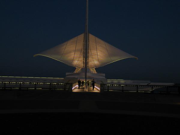 2003-11-19,25: Milwaukee Art Museum & Surrounding Area
