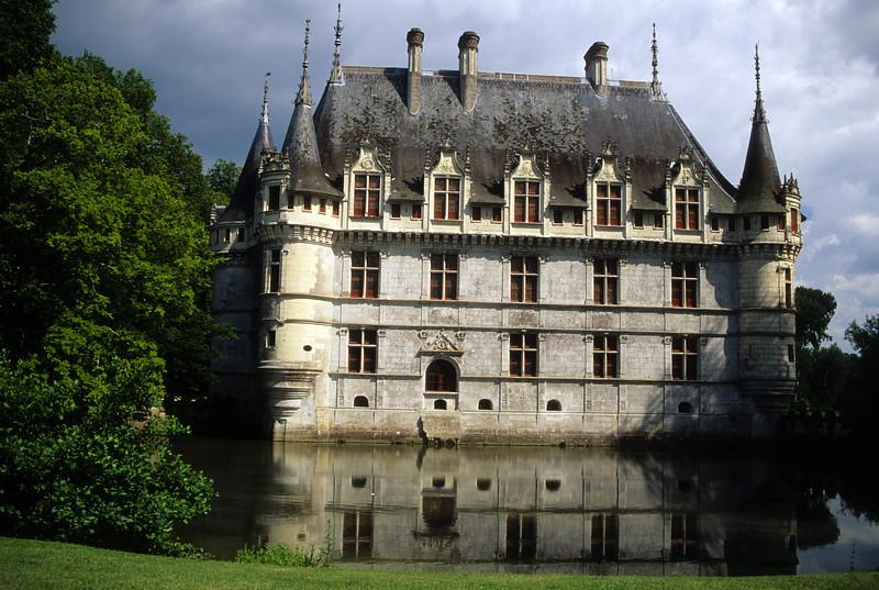 Azey-le-Rideau Château