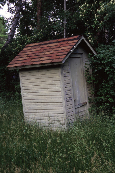 Tipping outhouse