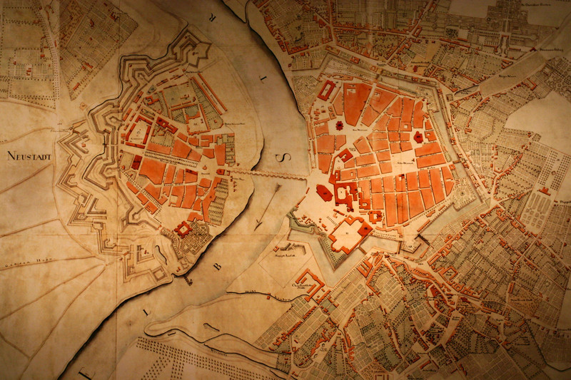 Old city map of Dresden. The Hofkirche is the stand-alone red building on the right end of the bridge.