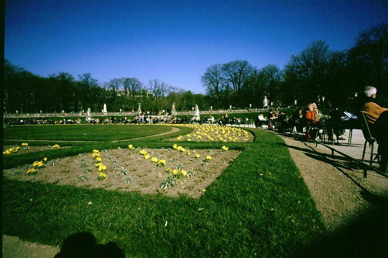 Luxembourg Garden <br /> <br /> Bessa R2  21 mm<br /> Fuji