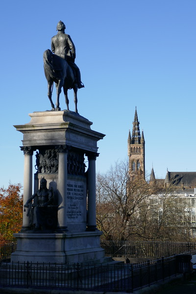 Lord Roberts Memorial and Glasgow University