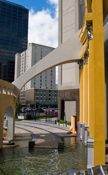 Charles W. Moore: <br /> Piazza d'Italia,<br /> New Orleans, 1976-79