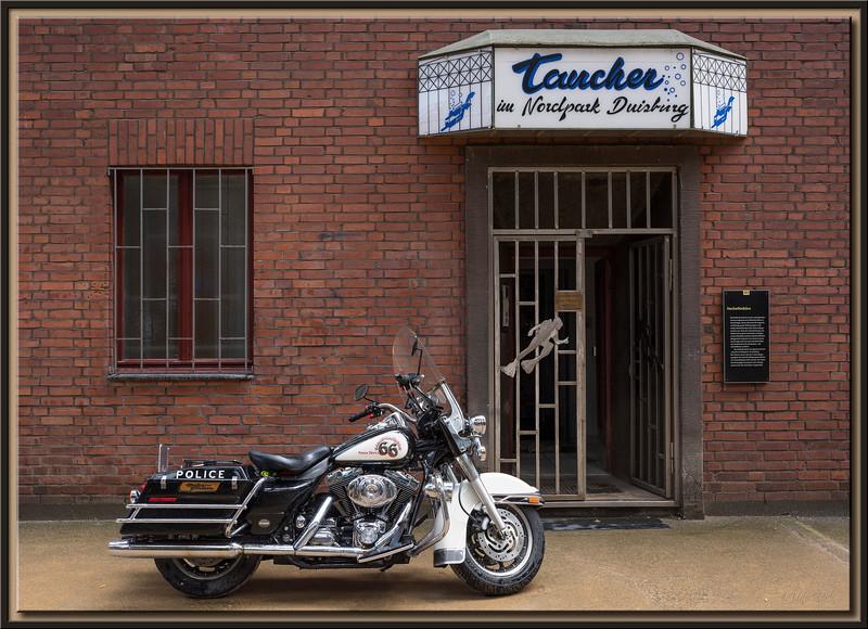 Harley vor Duisburger Tauchklub