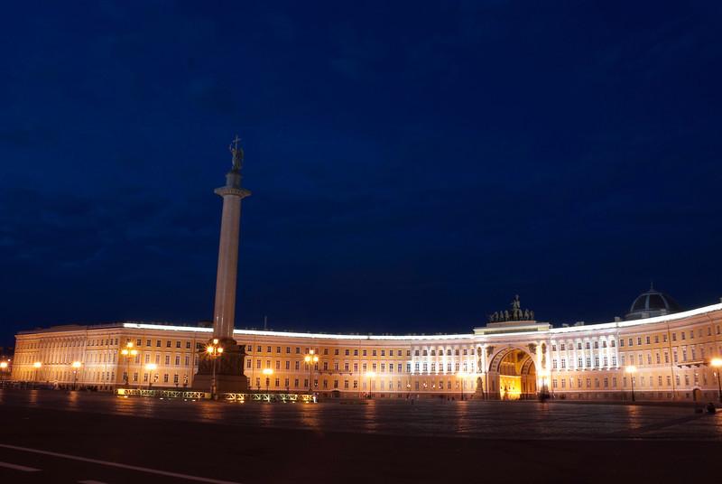 Winter Palace and Alexander column, Saint Petersburg at night.