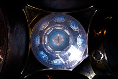 Жітомирський Преображенський катедральний собор, 1864. Висота храму 53 м.Зведений на місці зруйнованої василіанської церкви (1771). Витриманий у російсько-візантійському стилі з характерними рисами древньоросійської архітектури XI-XII сторіч. На дзвіниці був установлений головний дзвін вагою 500 пудів. В художньому оформленні інтер'єрів собору була закладена ідея показу мінеральних багатств Волині, використані граніти та лабрадорити Житомирщини. В інтер'єрі пам'ятки - настінний олійний живопис XIX ст.Ікони собору написано російським академіком Михайлом Васильєвим.  Спасо-Преображенский Кафедральный собор в Житомире (укр. Спасо-Преображенський Кафедральний собор у Житомирі) - храм Украинской православной церкви в городе Житомире, на Украине.