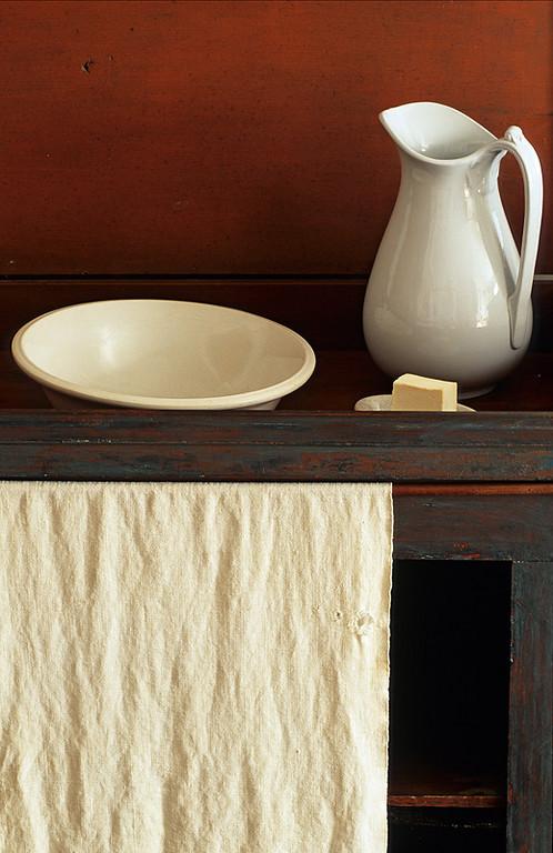 Shaker Wash Table