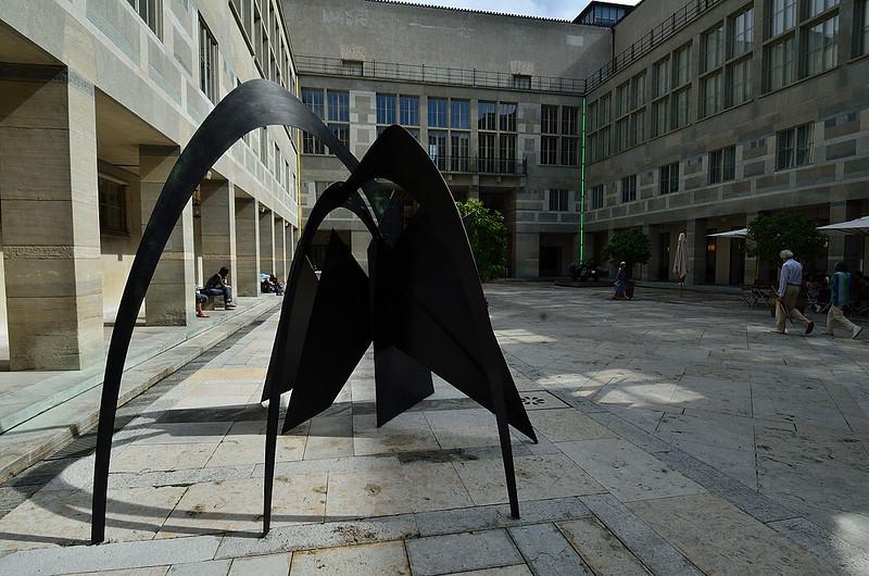 nádvoří před Kunstmuseum Basel