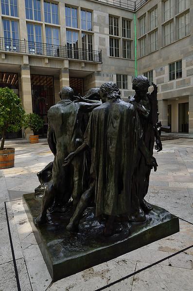socha před Kunstmuseum Basel