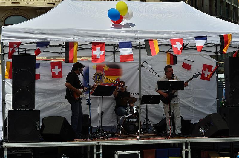 koncert rock'n'rollové skupiny v nedělní poledne na Marktplatzu