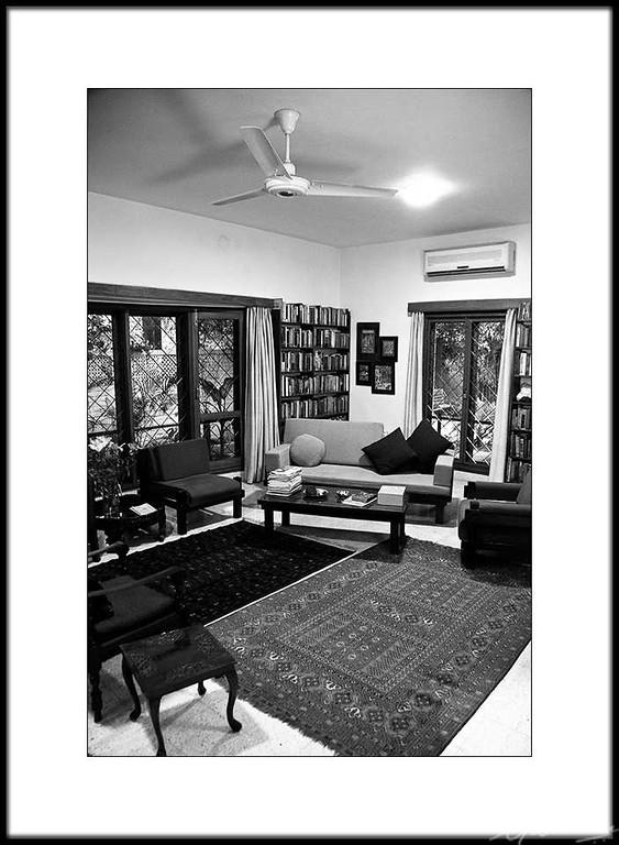 04: Romila Thapar's residence, New Delhi | Romila Thapar's residence, New Delhi 26 February 2010 NIKON D90; 18-200 mm f/3.5-5.6; Center-weighted average; 1/10 sec at f/3.5; ISO-2000;