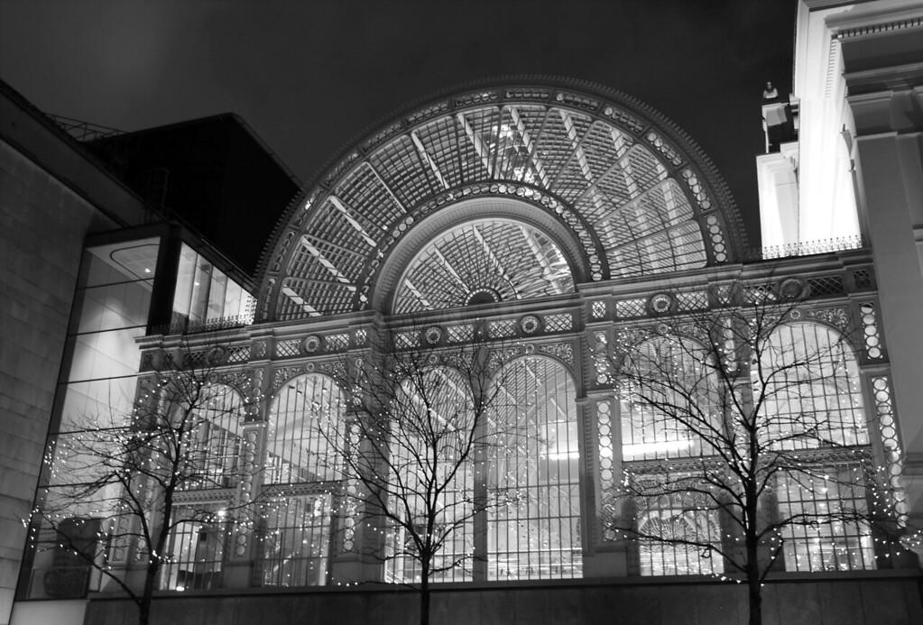 London Royal Opera House at night