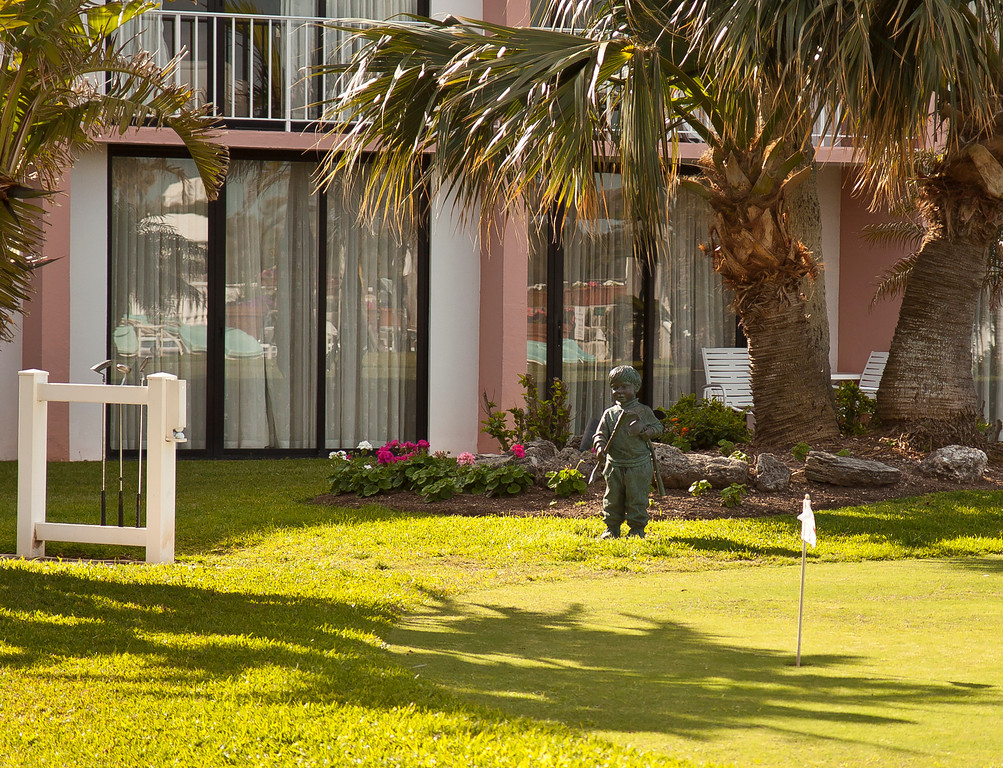 Little man watching out over the hotel putting green, Hamilton, Bermuda