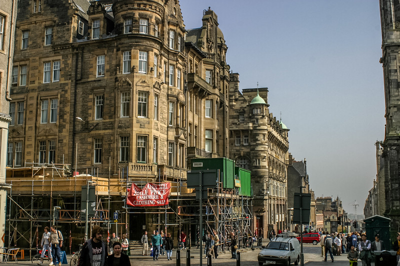 Edinburgh, Scotland<br /> Corner North Bridge and the Royal Mile.