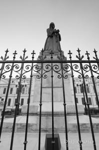 Statuia spatarului Mihail Cantacuzino