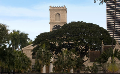 Kawaiahaʻo Church and Lunalilo's mausoleum on King & Punchbow  Taken from the grounds of the Territorial Building across Punchbowl.