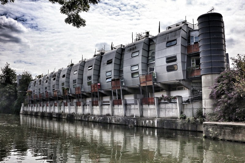 Housing at the rear of Sainsbury's Camden - architect Nicholas Grimshaw